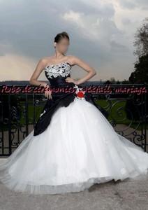 Robe de mariée NV Noir & blanche avec rose rouge VENDU avec jupon ...
